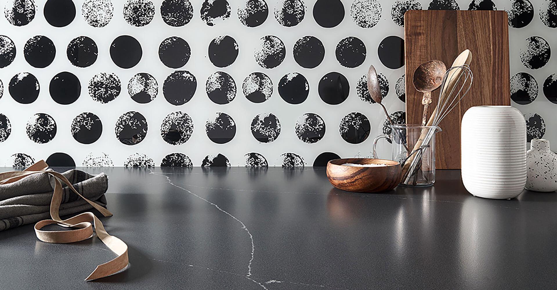 Rückwand mit Motiv und Küchenarbeitsplatte Naturstein Wohn Schick