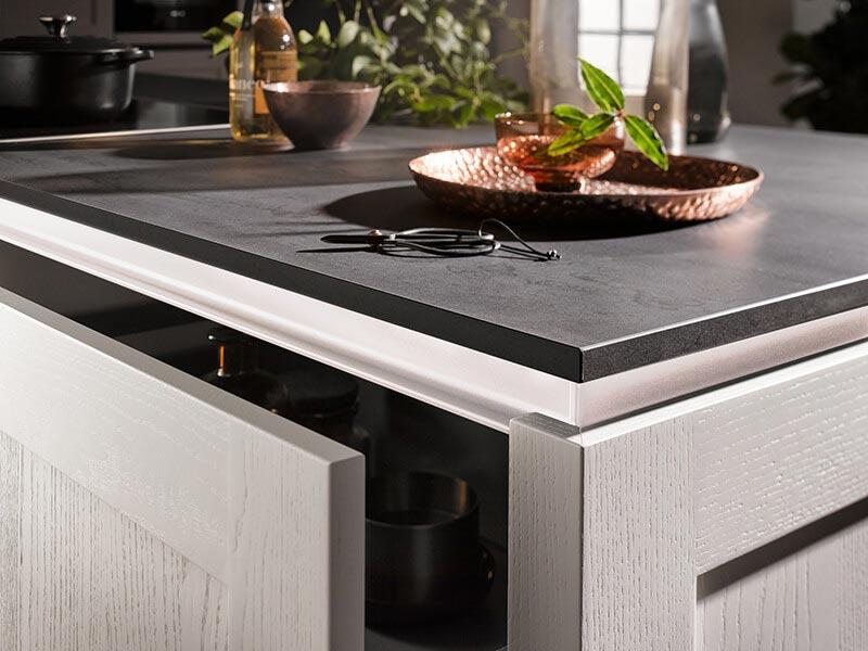 Küchenschublade grau LED beleuchtet Kolz-Optik bei Wohn Schick