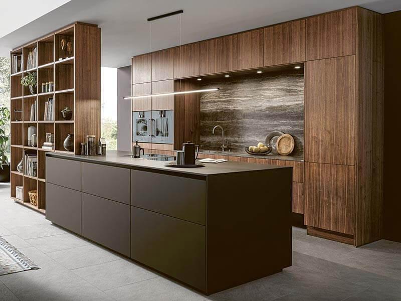 grifflos Holzregal dunkel Küche Massivholz