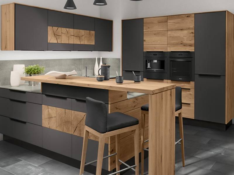 moderne Decker Küche mit Theke bei Wohn Schick