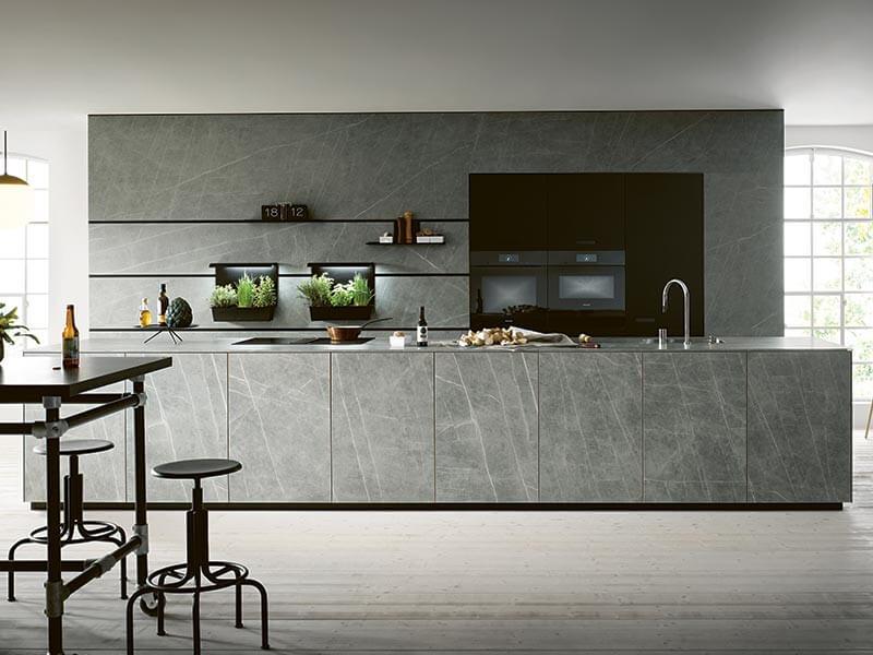 NEXT125 zweizeilige Küche groß mit Elektrogeräten Wohn Schick