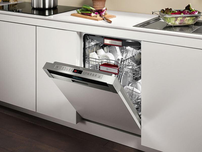 Geschirrspülmaschine Neff in Küche bei Wohn Schick