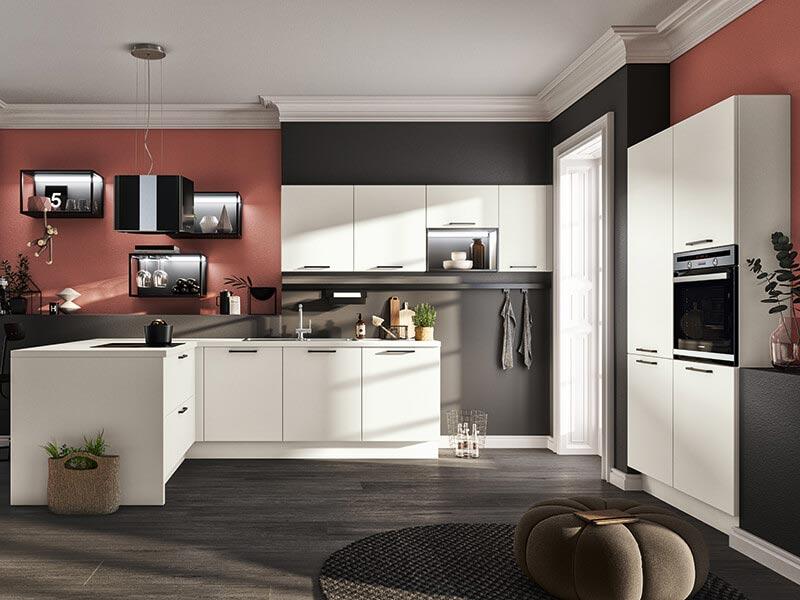 L-Küche weiß mit E-Geräte bei Wohn Schick