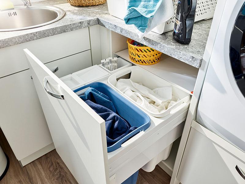 Haushaltsraum weiß Stauraum Wäschewaschen