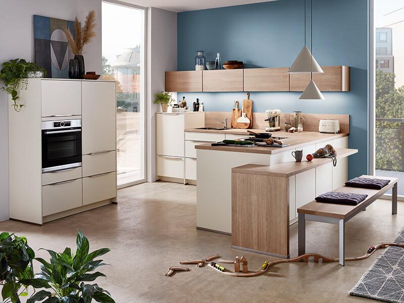 Küche beige creme matt mit Elektrogeräte Holz-Optik hell