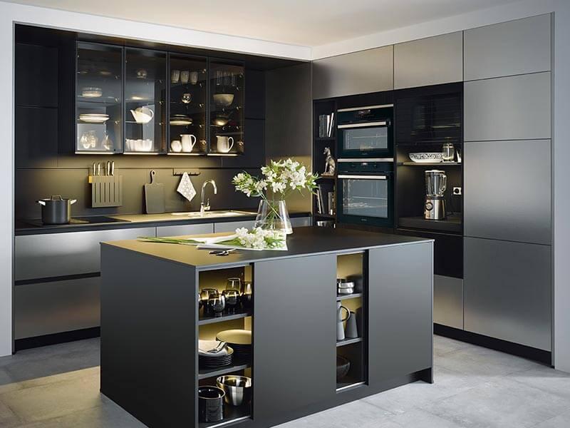 Kücheninsel schwarz matt LED beleuchtet mit Backofen