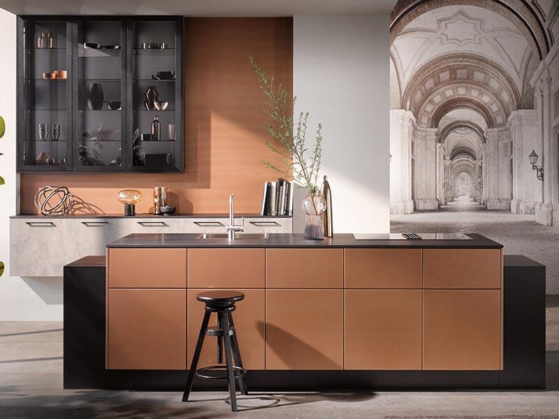 Kücheninsel Häcker mit Ansatztheke bei Wohn Schick