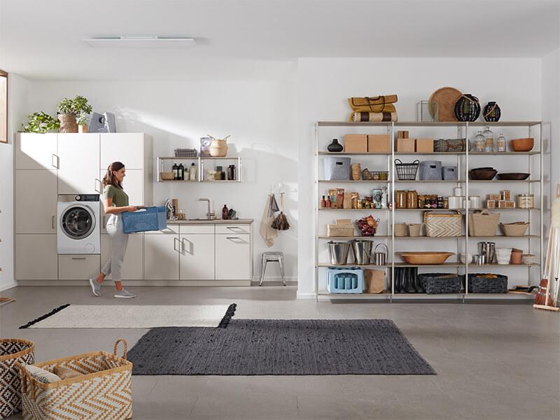 Haushaltsraum mit Regal creme weiß bei Wohn Schick