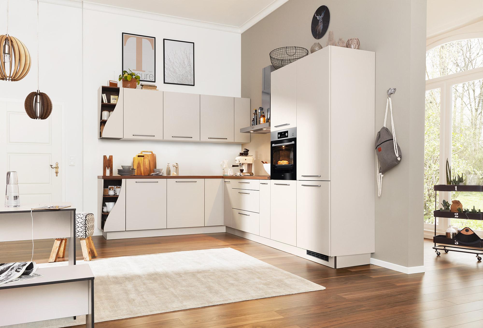 Interliving Küche Weiß mit Elektrogeräten bei Wohn Schick