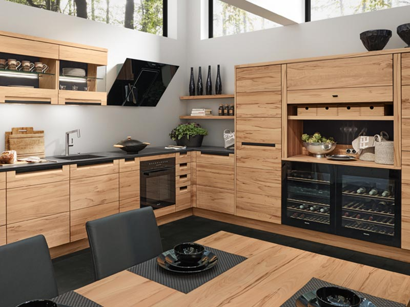 Decker Winkelküche mit moderne Glasschränke bei Wohn Schick
