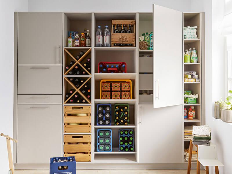 Stauraum für Einkauf Flaschenkisten und Vorratskammer