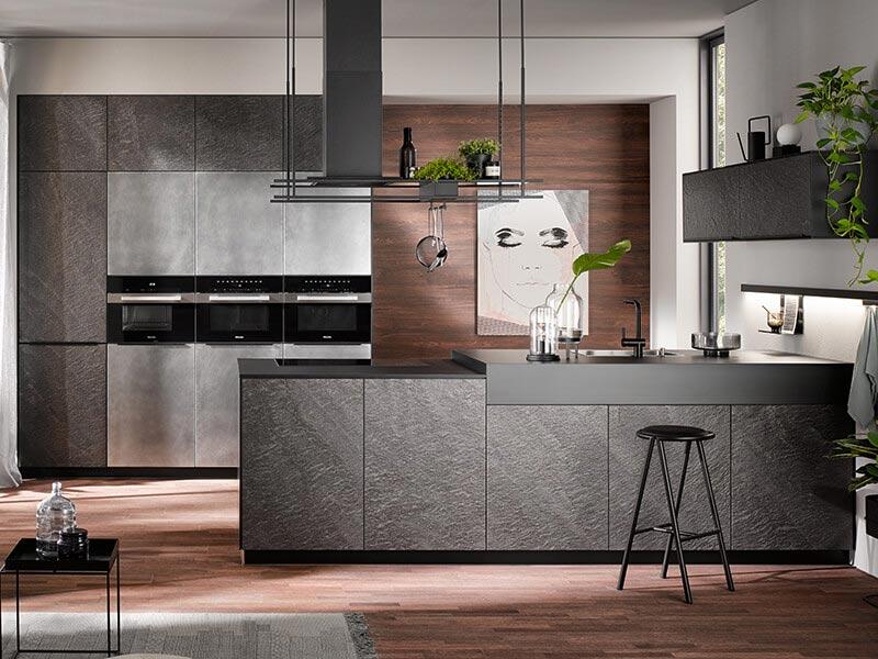 Küche grau Marmor Stein mit E-Geräte bei Wohn Schick