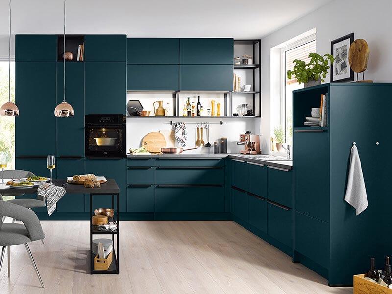 Küche dunkelblau petrol bunt matt mit Backofen bei Wohn Schick