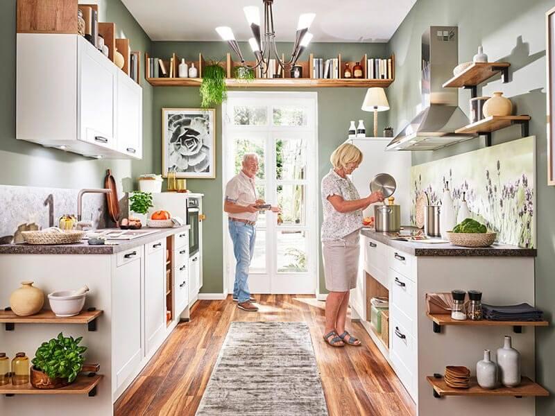 Küche weiß mit Elektrogeräte bei Wohn Schick
